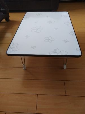 Small table for Sale in West Hollywood, CA
