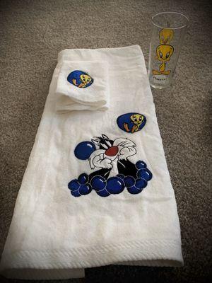 Vintage Looney Tunes Glasses & Towel Sets for Sale in Fort Lauderdale, FL