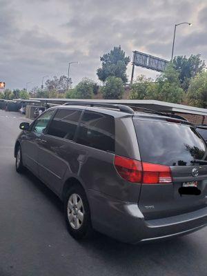 Toyota sienna EXL 2004 titulo.limpio en mano placas al 2021 interior de piel sunroof exelente estado mechanico for Sale in Santa Ana, CA