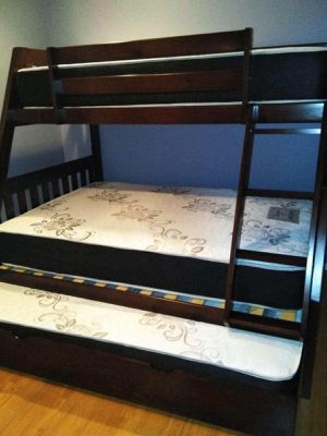 TWIN/FULL/TWIN BUNK BEDS W MATTRESSES INCLUDED. for Sale in Perris, CA