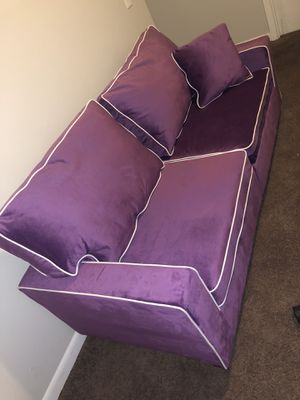 Purple couch for Sale in Nashville, TN