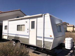 2005 Skylight weekend camper trailer 24 foot Rear bedroom for Sale in Lakewood, CA