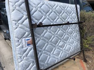 FREE queen bed for Sale in Las Vegas, NV