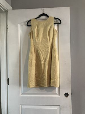 Yellow dress size 2 but fit me big for Sale in Chicago, IL