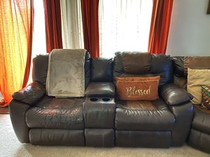 Southern Motion Avalon Dual Reclining Console Sectional & Coffee Table for Sale in Kissimmee, FL