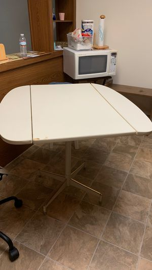 Folderable kitchen table for 4 or 2 for Sale in Orlando, FL