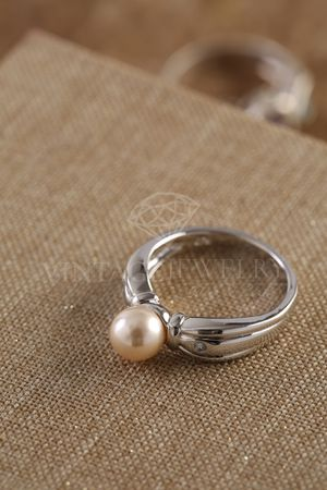 925 Sterling silver ring with real pearl for Sale in Bloomfield Township, MI