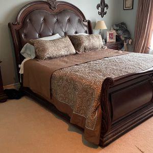 5 Piece Bedroom Set (2 End Tables) for Sale in Puyallup, WA