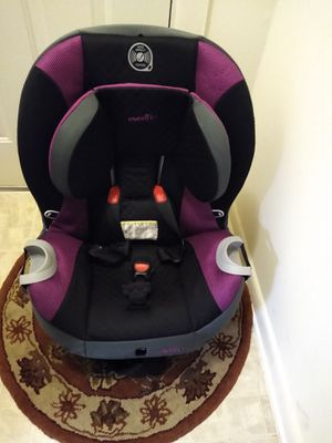 One use Evenflo car seat one use Britax car seat$50 each for Sale in Germantown, MD