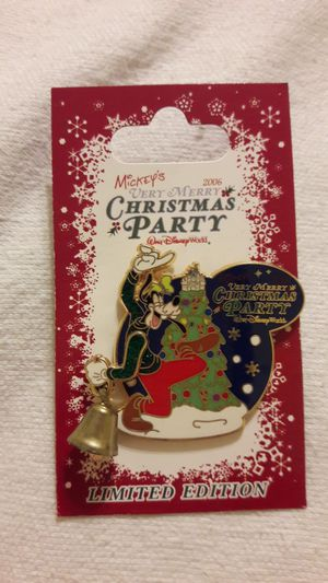 Disney Limited Edition Pin MICKEYS very magic x-mas pin Goofy & Bell for Sale in Fort Lauderdale, FL