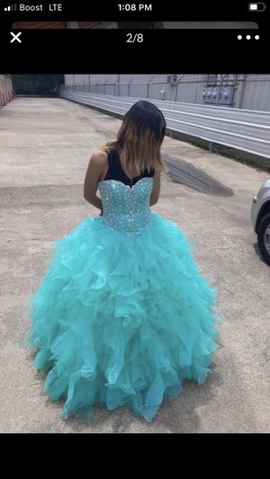Quinceanera dress only used 2 times is in very good condition $400 for Sale in Houston, TX