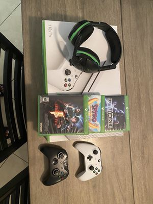 Xbox one S with a head set 2 controllers and 3 games for Sale in Zephyrhills, FL