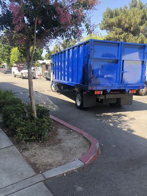 Flatbed box with dump system ,flat bed con systema de dumpe for Sale in Downey, CA