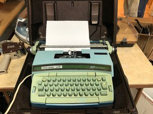 Smith Corona super 12. Typewriter and case. for Sale in Palm Springs, FL