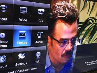 """1080p Tv Vizio 42"""" $110 for Sale in Oakland,  CA"""
