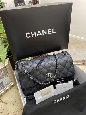 BEAUTIFUL AUTHENTIC CHANEL STITCH LARGE BAG COMES WHIT BOX DUST BAG AUTHENTICATED CARD ONLY MESAGE ME IF YOU READY TO MET THIS IS STEAL OF DEAL for Sale in Tracy, CA