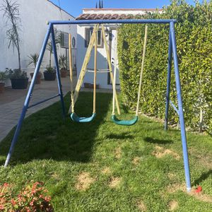 Outdoor Swing for Sale in Los Angeles, CA