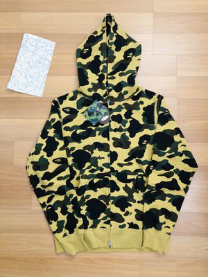 BAPE 1st CAMO YELLOW FULL ZIP HOODIE SIZE LARGE for Sale in Queens, NY