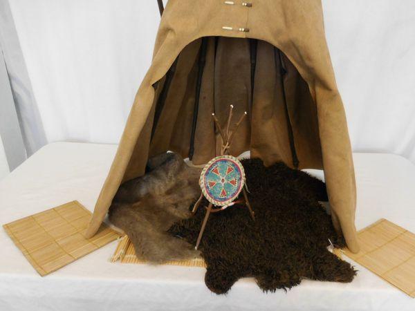 American Girl Kaya Doll Tepee and Accessories Rugs + Mats