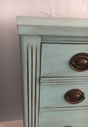 Precious upright four drawer dresser for Sale in Beaumont, TX