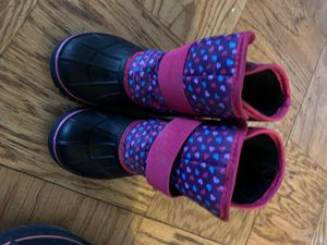 Toddler girl snow boots size 7/8 for Sale in Alexandria, VA