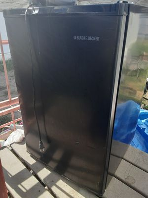 Mini fridge (black and Decker), AC UNIT (window unit), microwave (emerson) for Sale in US