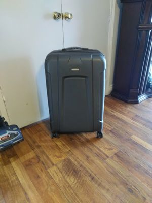 "LIKE NEW LARGE SAMSONITE 4 WHEEL ""SWIVEL"" SUITCASE for Sale in Gardena, CA"