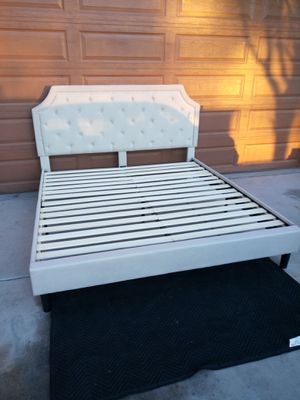 CALIFORNIA KING SIZE UPHOLSTERED (CLOTH) PLATFORM BED FRAME (NO BOX SPRING NEEDED) for Sale in Goodyear, AZ