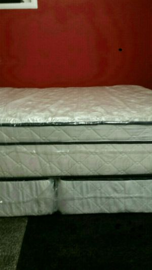 King size thick pillow top bed can deliver for Sale in Davidson, NC
