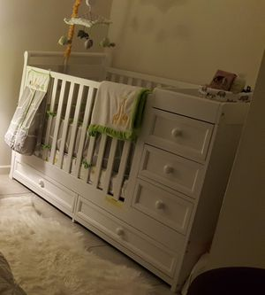 4 in One Convertible Crib for Sale in Annandale, VA