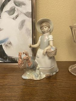 Lladro Figurine Of Girl With Three Turkeys for Sale in Everett,  WA