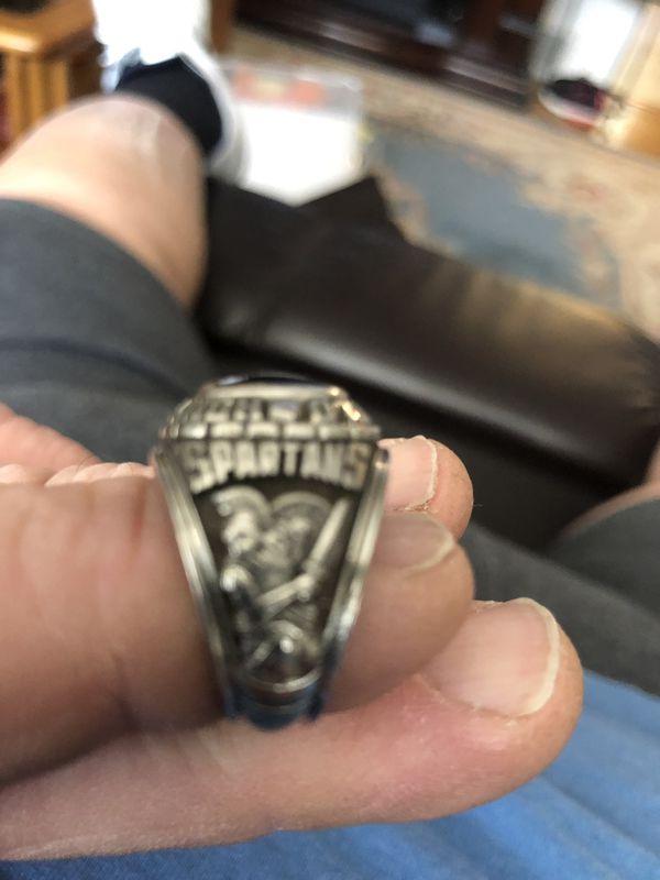 Hempfield 1984 High School Ring Size 8-8 1/2