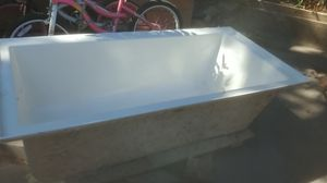 Tub for Sale in Lancaster, TX