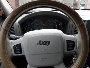 Jeep grand Cherokee 05 4×4 $4000 OBO v8 for Sale in Hartford, CT