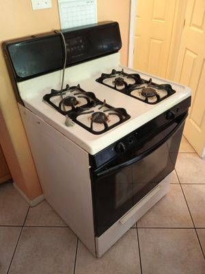 Stove, fountain, garage stuff and kitchen appliances for sale for Sale in Houston, TX