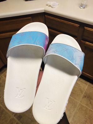 Louis Vuitton slides fashion slippers luxury size 9 authentic white/rainbow for Sale in Pflugerville, TX