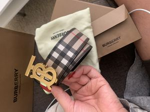 WOMENS AUTHENTIC BURBERRY BELT SIZE L for Sale in Tacoma, WA