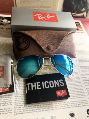Ray ban 3025 gold frame New unisex for Sale in Rolling Meadows, IL