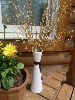 White vase and decorations for Sale in East Gull Lake, MN