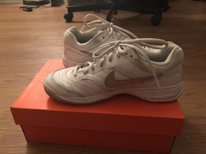 Nike tennis shoes size 6.5 for Sale in San Francisco, CA