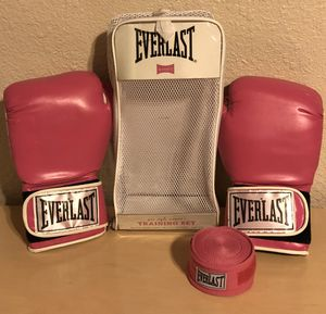 EVERLAST Training Gloves & Straps. Super cute Pink. for Sale in Chandler, AZ