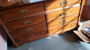 2 dressers and bed set for Sale in Yuma, AZ