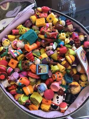 Shopkin 100 pieces plus basket for Sale in Annandale, VA