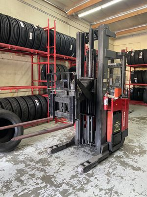 Raymond forklift with charger for Sale in San Fernando, CA