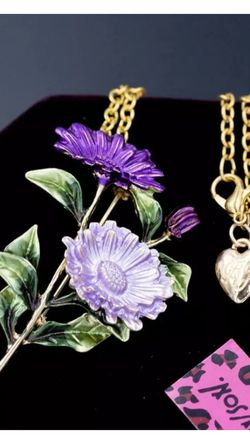 Betsey Johnson Purple Flower Brooch & necklace 4 inch On 18 inch Adjustable Chain for Sale in Northfield,  OH