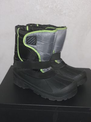 Kids size 6 snow boots for Sale in Burien, WA