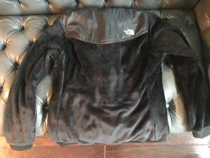 BRAND NEW large North Face Women's Oso silken fleece hoodie for Sale in Falls Church, VA