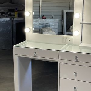 New 6 Drawers Makeup Vanity Dresser with Hollywood Mirror for Sale in Perris, CA