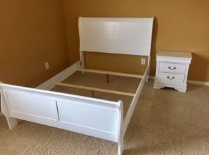 5-PC white queen bedroom set for Sale in Austin, TX