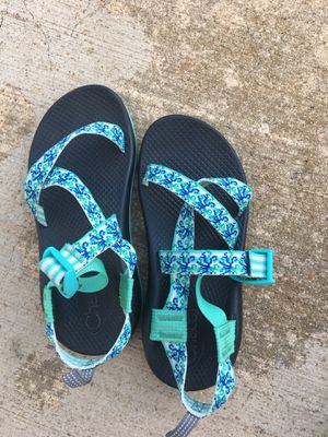 Chaco's girls sandals size 5 for Sale in Southaven, MS